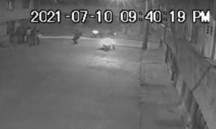 [VIDEO]  Con armas de fuego, delincuentes asaltan a un grupo de personas en Soacha
