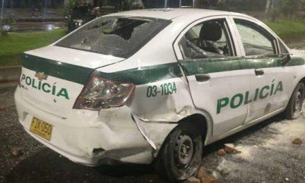 Ofrecen $20 millones de recompensa por sujetos que intentaron quemar a un policía en Bogotá