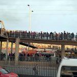 [VIDEO]  Peligro, caos y desorden en puente León XIII de Soacha ¿Quién controla el aforo para entrar a Transmilenio?