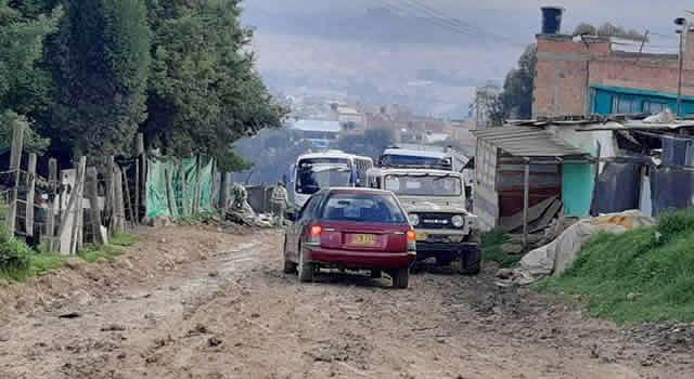 [VIDEO]  Barro impide paso de buses de transporte público a barrios de Soacha