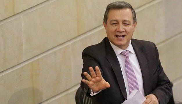 Archivan caso contra congresistas Macías y Chacón