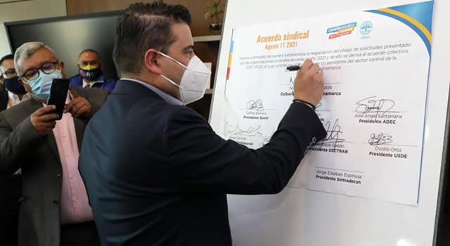 Gobierno cundinamarqués suscribe acuerdo con organizaciones sindicales para incremento salarial