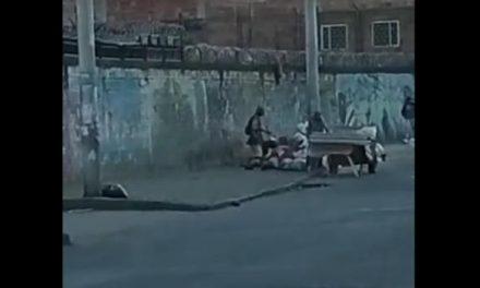 [VIDEO] ¡Pillados! Captan a tres personas arrojando escombros en una calle de Soacha