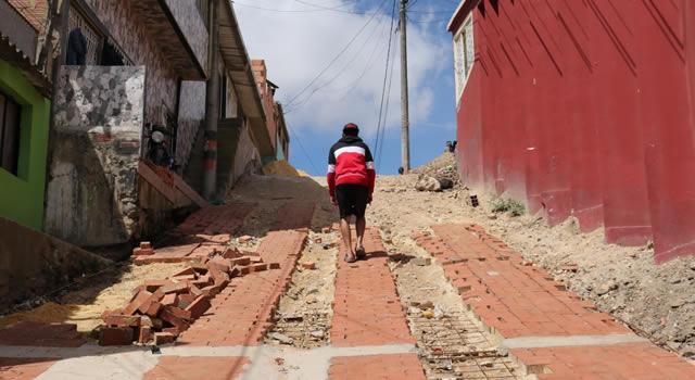 El adoquín transforma las calles de la comuna cuatro de Soacha