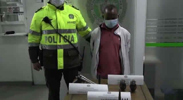 Sigue alerta en Bogotá, capturan hombre con granadas, munición y un arma en Terminal Salitre