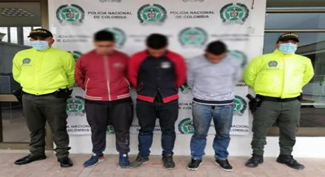 Ubican desguazadero de vehículos en Soacha, hay tres capturados