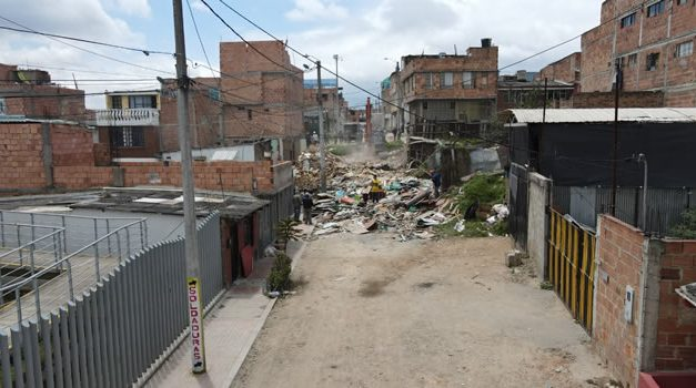 Alcaldía de Soacha dice que derribó predio invadido en La Cañada para dar paso a la carrera novena