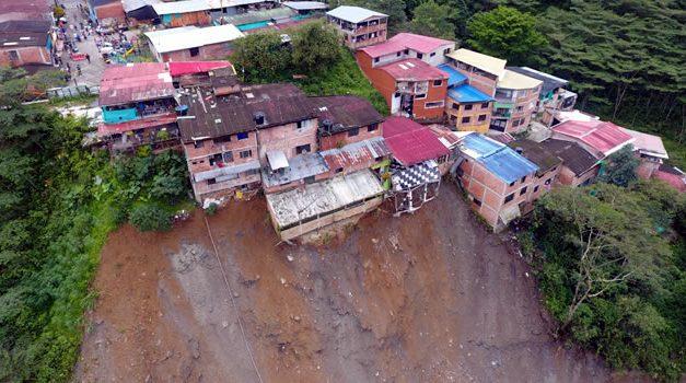 [VIDEO] Emergencia en Guayabetal por deslizamientos, hay 15 familias evacuadas