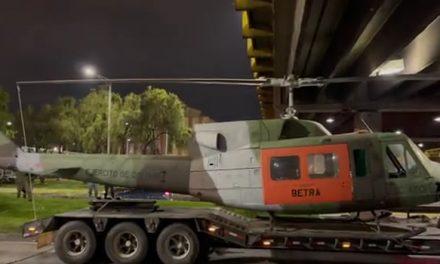 [VIDEO]  Gigantesco trancón en Bogotá por helicóptero atrapado en el puente de la calle 116