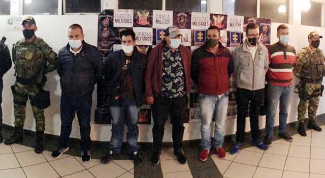 Caen 'Los Cristales', banda dedicada a falsificar licor en Bogotá