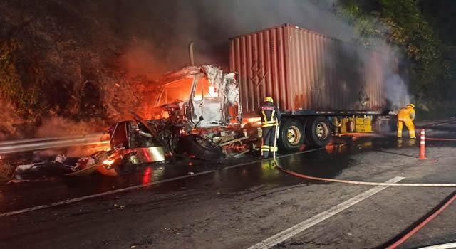 Aparatoso accidente de tránsito en la vía Bogotá-Villeta