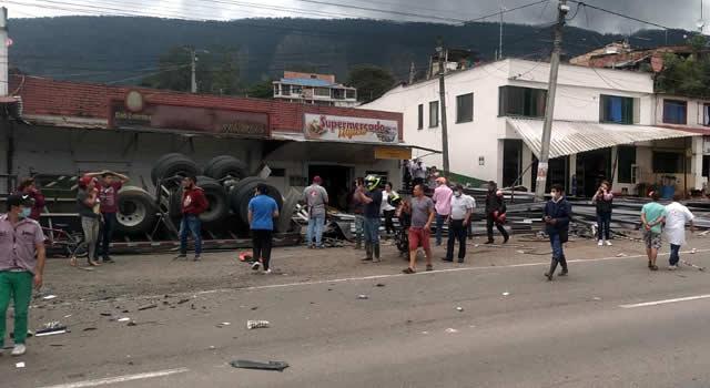 [VIDEO]  Un muerto y seis heridos deja grave accidente en Subia, Cundinamarca