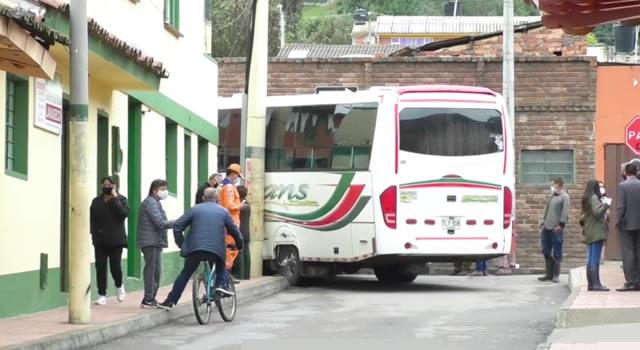 [VIDEO] Ladrón roba buseta y protagoniza persecución de película por tres municipios de Cundinamarca