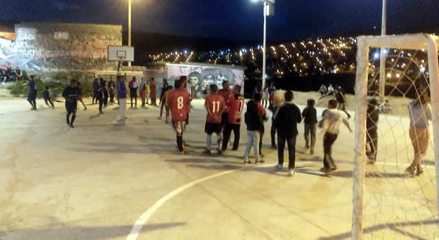 Sin recursos públicos construyen canchas en barrio El Progreso de Soacha
