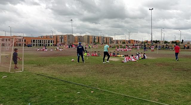Más escenarios deportivos en Soacha para que niños y jóvenes tengan donde jugar