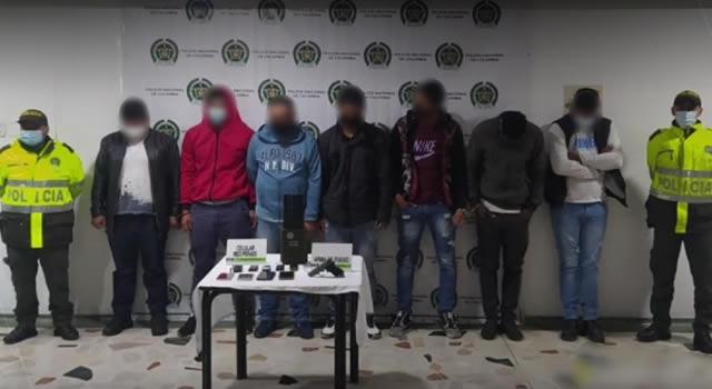 Capturan venezolanos y colombianos con celulares, arma de fogueo y granada falsa, pero quedan libres