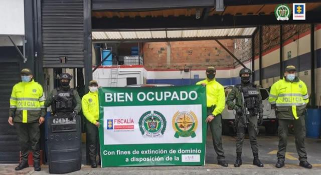 Decomisan bienes a red señalada de comercializar licor falso y de contrabando en Bogotá