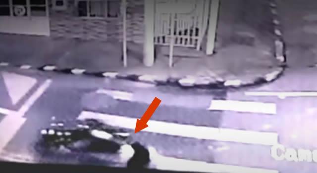 Delincuente en moto intenta robarse un bebé en Bogotá