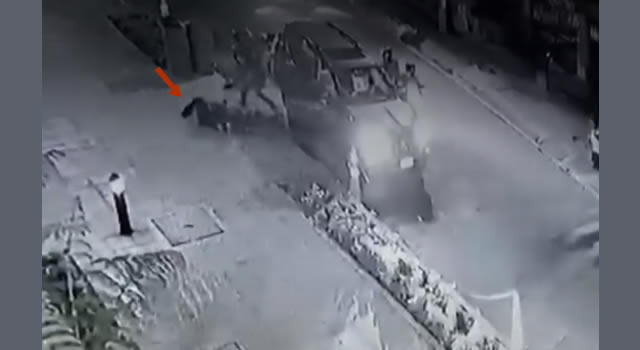 [VIDEO] Mujer fue lanzada de una camioneta en medio de atraco en Bogotá