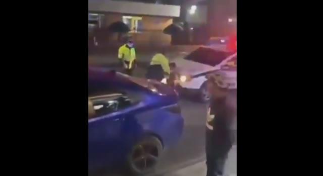 Retiran de la Policía a sargento que golpeó y atropelló a un joven en Bogotá