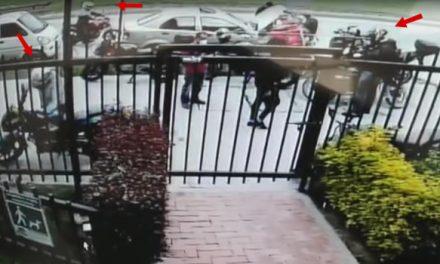 [VIDEO] Ladrones no paran en Soacha, se roban moto frente a portería de un conjunto residencial