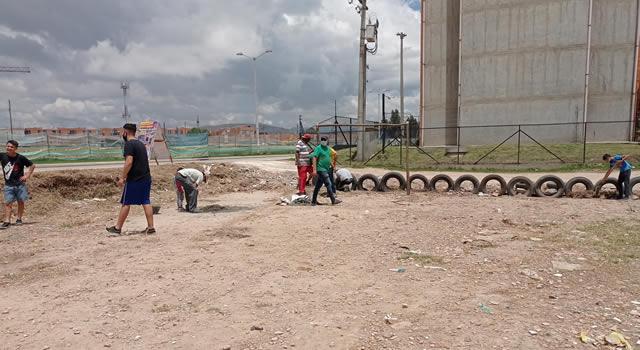 Ejemplo de trabajo comunitario en barrio Tabacal de Soacha, los niños tendrán parque