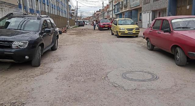 Falta de arreglo de una vía causa emergencia de salubridad en Soacha