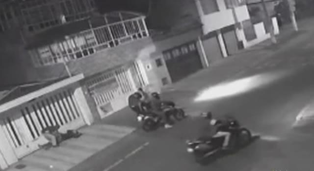 Salieron a pasear el perro en barrio de Bogotá y delincuentes en moto los robaron
