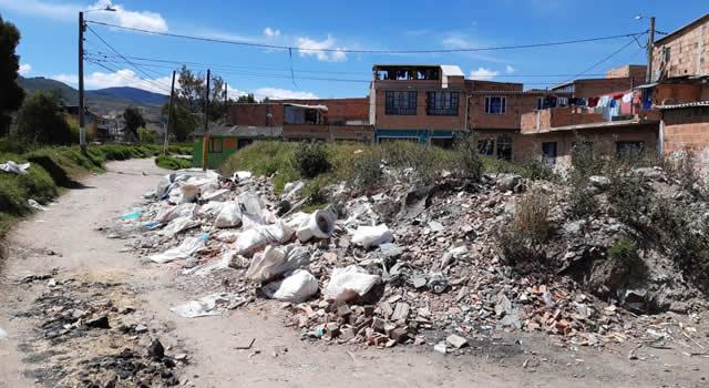 Escombros invaden un sector de la comuna uno de Soacha