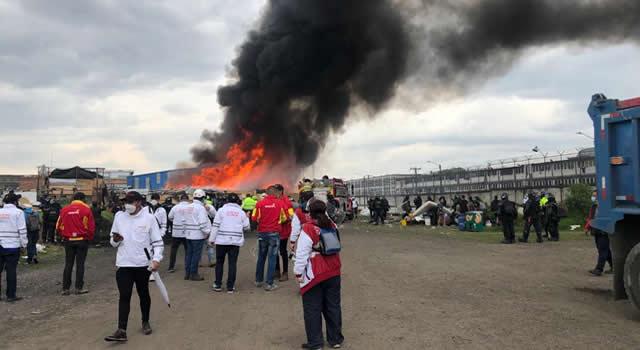 Desalojo en Bogotá terminó en gigantesco incendio