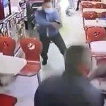 [VIDEO] Policía frustra atraco en panadería de Bogotá, era uno de los clientes
