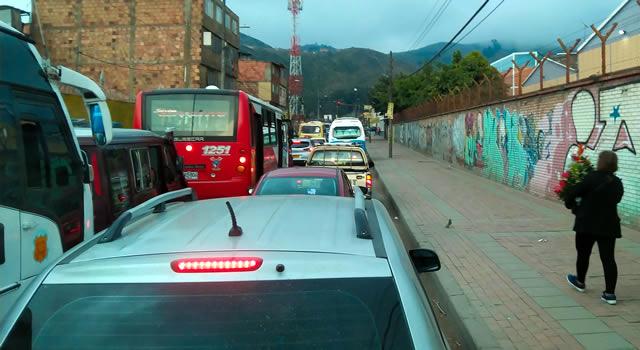 Trancones en la salida de Compartir Soacha por traslado de semáforo
